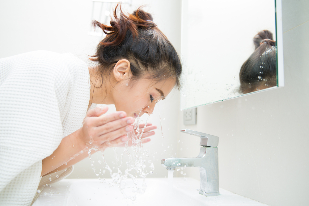 Rửa mặt hai lần một ngày